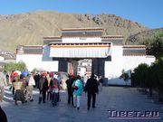 Вход в монастырь Ташилунпо в Шигадзе
