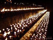 Свечи перед монастырем Джоканг