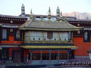 Храм Джоканг, вечером