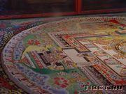 Песочная мандала монастыря Сэра